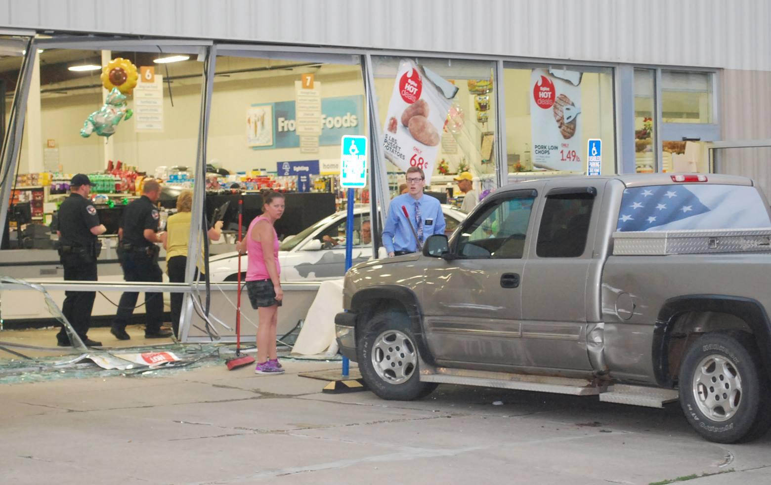 2 injured when auto crashes into northwestern Iowa grocery