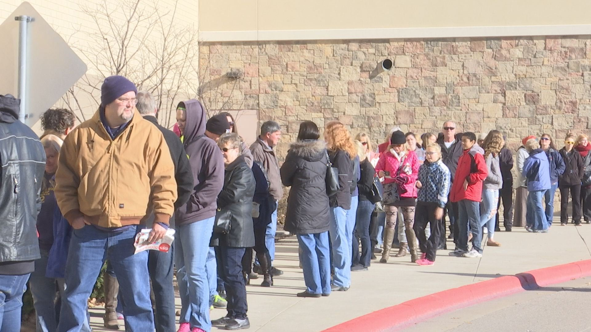 Shoppers head to Holyoke Mall this Black Friday