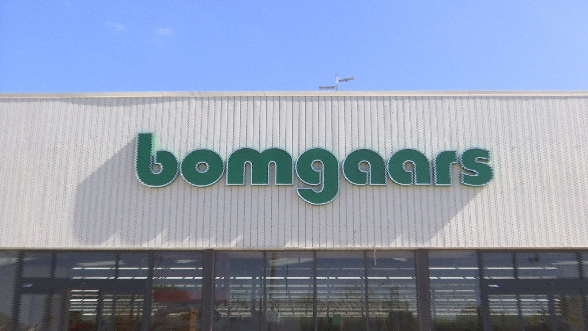 Bomgaars donates cleaning supplies to waseca county for Bomgaars